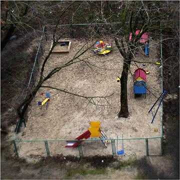 Детская площадка. Монокль