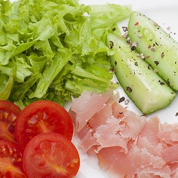 Салат из овощей. Food съемка. Фотографическое агентство GurFoto.Ru