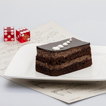 Шоколадный торт, бисквит. Food съемка. Фотографическое агентство GurFoto.Ru