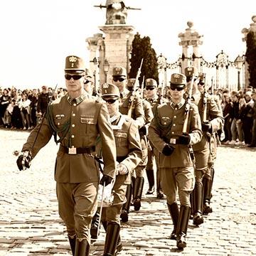 Почетный караул. Президентский дворец. Будапешт. Фотографическое агентство GurFoto.Ru